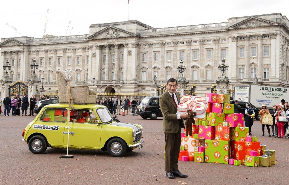 Venticinque anni di risate: Mr.Bean festeggia a Buckingham Palace