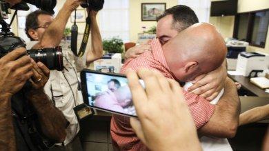 Kentucky, prime nozze gay dopo l'arresto dell'impiegata Kim Davis