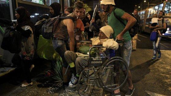 Austria e Germania aprono le frontiere ai migranti dall'Ungheria