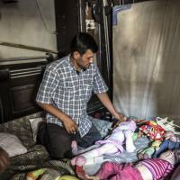 Il papà di Alan torna nella stanza del figlio a Kobane
