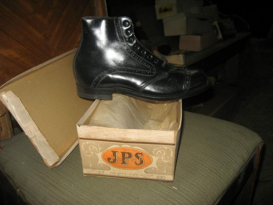 Usa negozio di scarpe chiuso per 50 anni l 39 erede - Si usa per cucinare 94 ...