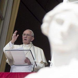 Il Papa rivoluziona la nullità dei matrimoni: processi gratuiti, basterà una sentenza