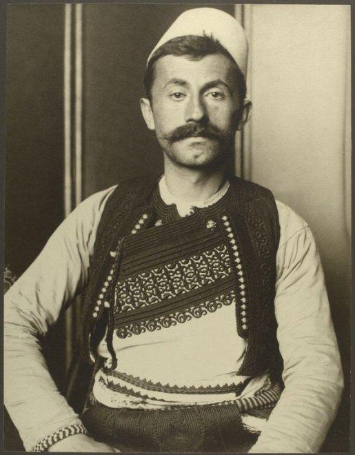 Tedeschi, scozzesi e gitani: ritratti di migranti cento anni fa