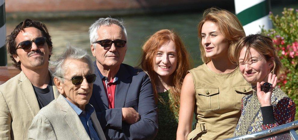"""Bellocchio applaudito con il suo doppio film: """"Sono sereno ma è sempre un concorso"""""""