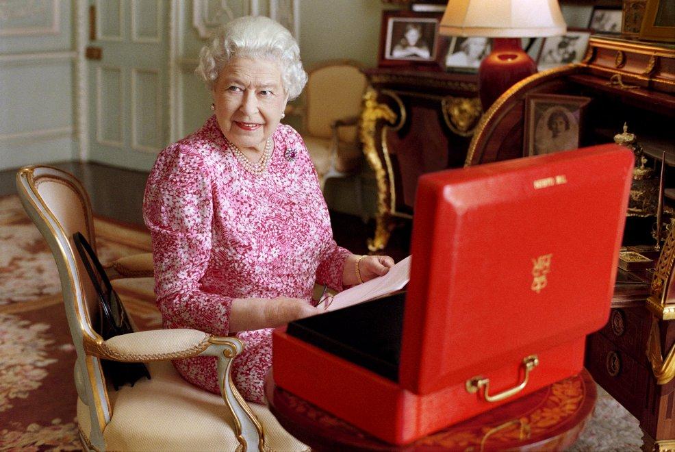 Elisabetta II, record del regno più lungo: la foto ufficiale