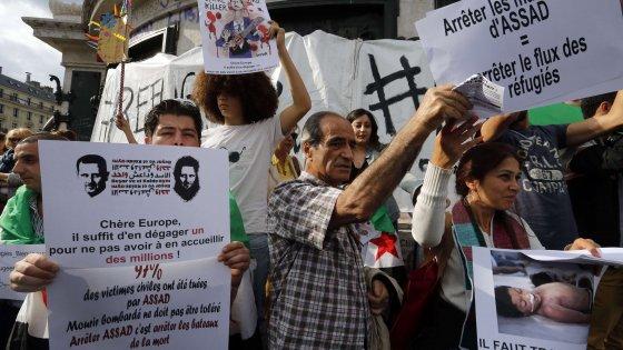 Siria, la svolta su Assad: raid e dialogo con il raìs per fermare i massacri