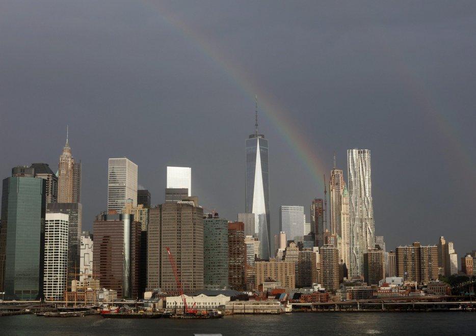 New York, arcobaleno mozzafiato sul WTC nel giorno dell'anniversario