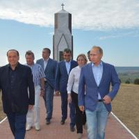 Crimea, Berlusconi incontra Putin: la visita al cimitero dei soldati italiani