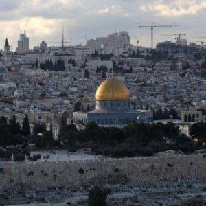 Gerusalemme, 110 feriti negli scontri sulla Spianata delle Moschee