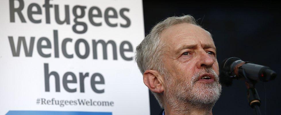 """Gb, 15mila nuovi iscritti a Labour di Corbyn. Cameron: """"Minaccia sicurezza nazionale"""""""