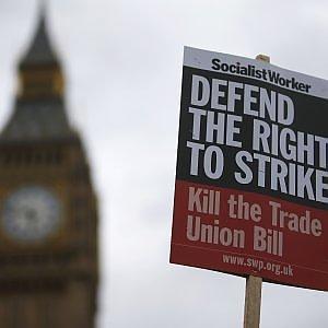 Gb, scontro Cameron-Corbyn sul diritto di sciopero. Sì dei deputati alla legge sulle limitazioni
