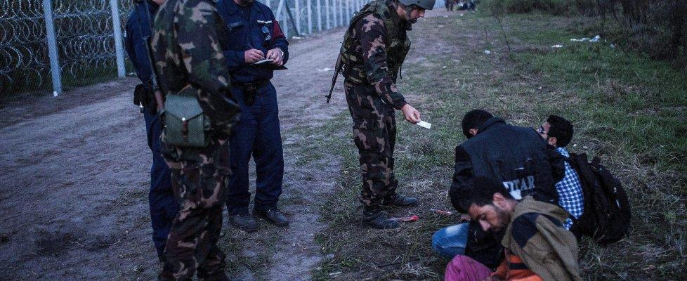 Migranti, linea dura dell'Ungheria: primi arresti. Dichiarato lo stato d'emergenza al confine serbo