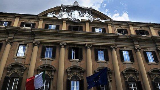 Manovra 2016, Renzi punta su tesoretto di almeno 10 miliardi tra sconti Ue e crescita