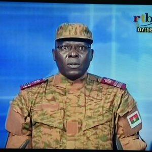 """Burkina Faso, militari in tv: """"Il governo è dissolto"""". Spari nelle piazze, almeno dieci morti e 60 feriti"""