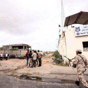 Libia, l'Is attacca prigione nell'aeroporto di Tripoli