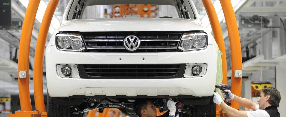 """Volkswagen, lo scandalo si allarga: 11 milioni di veicoli truccati. Die Welt: """"Berlino sapeva di falsi controlli"""""""