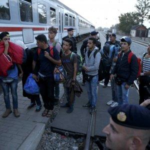 """Migranti: """"Sì"""" al piano di ricollocamento per 120mila. Via libera a maggioranza, blocco Est contrario"""