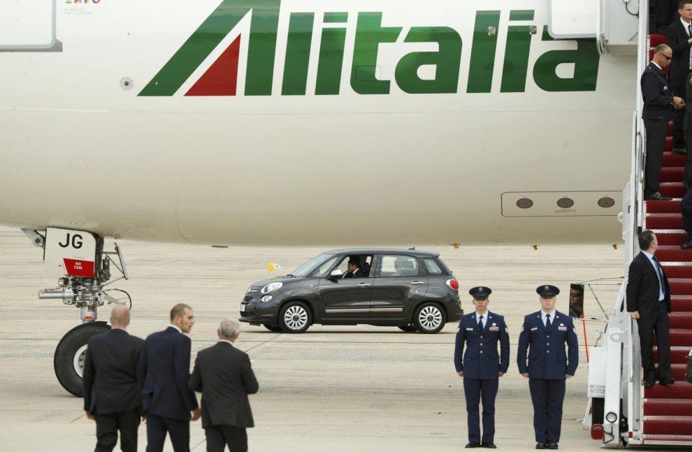 Il Papa a Washington si sposta su una Fiat 500
