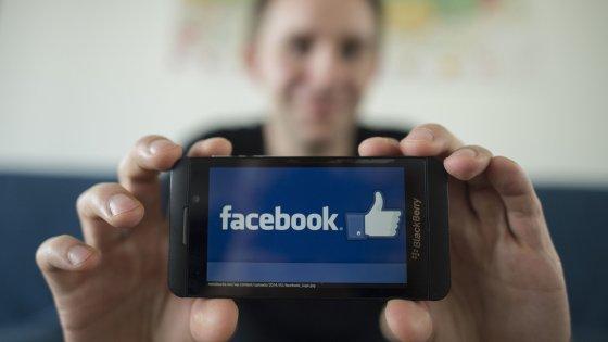 """""""Gli Stati Ue possono bloccare il flusso dei dati degli utenti di Facebook verso gli Usa"""""""
