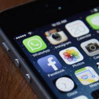 WhatsApp, per gli hacker è una sfida: promesse di 'premi' e virus con riscatto