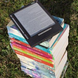 Crollo delle vendite e riscoperta della carta: addio al lettore digitale