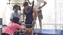 Paraplegico cammina dopo anni di paralisi