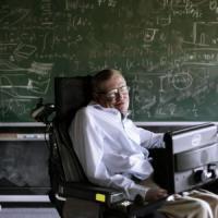"""Stephen Hawking: """"Ci salviamo se lasciamo la Terra"""""""