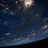 La Corea del Nord completamente al buio: lo scatto notturno dallo spazio