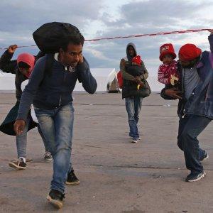 """""""I fondi per i profughi ormai non bastano più"""": dall'Onu alla Croce rossa, è allarme aiuti"""