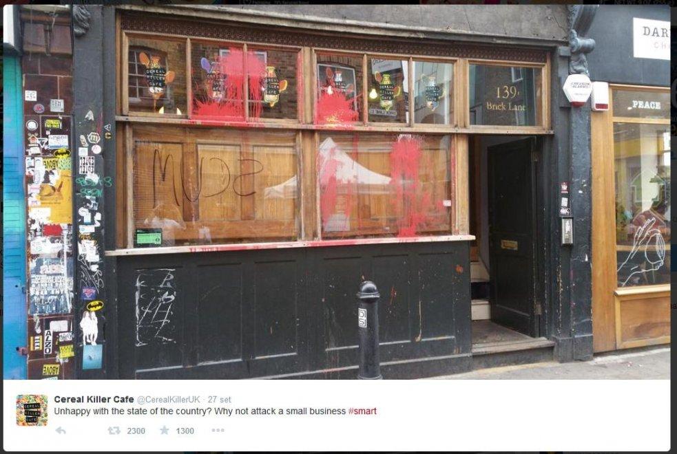 Londra, anarchici assaltano locale: Basta hipster nel quartiere, fanno aumentare i prezzi
