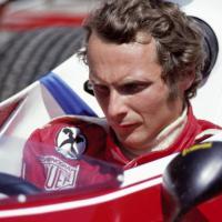 Niki Lauda, dal rosso Ferrari all'argento Mercedes: una vita di trionfi