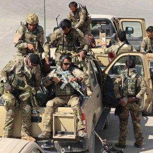 Afghanistan: controffensiva per riprendere Kunduz, ucciso governatore talebano