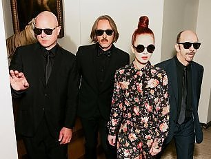 "Garbage, 20 anni anti-star. Manson: ""Grazie a nonna"""