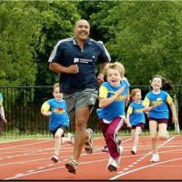 Un miglio al giorno contro l'obesità, fin dalle elementari: nelle scuole britanniche spopola il