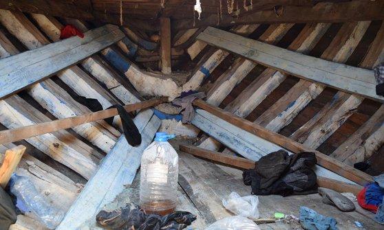 Il mercato nero dei barconi della morte: i trafficanti di profughi si riforniscono a Susa