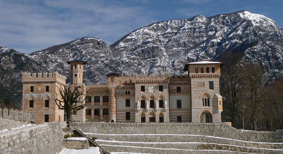Il bello dei castelli eclettici.  ft