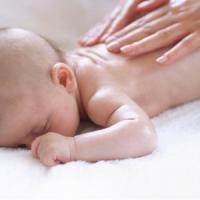 Baby massage, quando il tocco fa bene al neonato