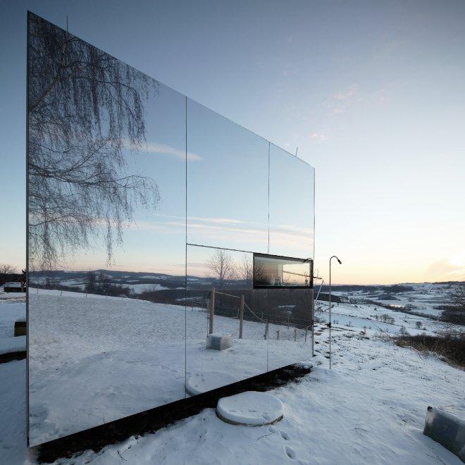 Casa invisibile quando la natura si specchia for Capanno invisibile