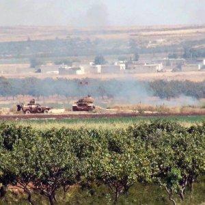 """Siria, raid aerei russi. L'opposizione: """"Bombardano noi, non l'Is"""""""