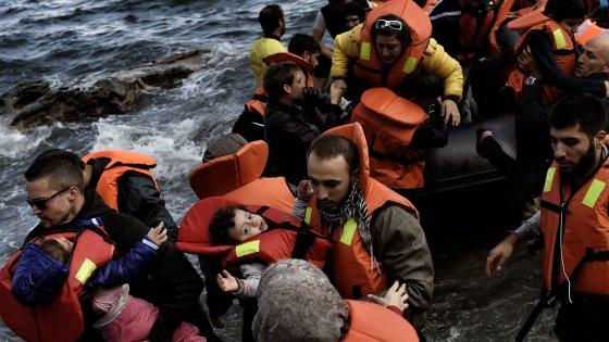 Migranti, naufragio a Lesbo: morti bambino di due anni e donna di 35