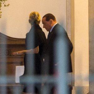 """Berlusconi: """"Non ho più l'età per fare il premier, starò in campo da regista"""""""