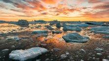Groenlandia di fine estate riflessi in un mare di cristallo