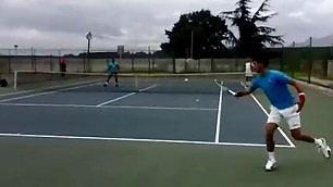 Novak Djokovic l'invincibile Risponde senza guardare