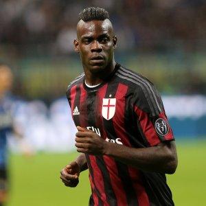 Milan, Balotelli quasi out per il Napoli. Mihajlovic con l'enigma De Jong