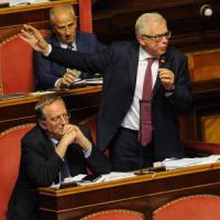 Senato: dal cappio alla mortadella alle sceneggiate allusive, avanza il degrado in Aula