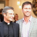 """Vaticano rimuove monsignore gay Lui attacca: """"Omofobia paranoica""""   Video  """"Ecco l'uomo che amo""""    foto"""