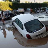 Francia, 16 morti per una tempesta in Costa Azzurra. Ora verso l'Italia: danni in Toscana