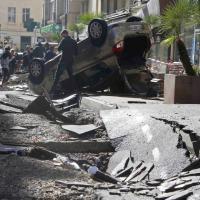 Francia, le strade danneggiate dopo la tempesta