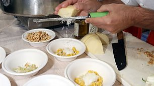 Fritti, cacio e pepe o al caviale Tortellini, le ricette più curiose