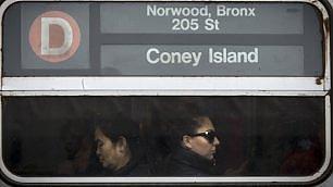 Coney Island: fermata tristezza i volti dei passeggeri nel metro